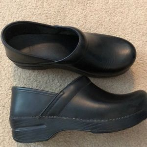 NWOB dansko Black clogs